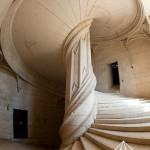 پله کلاسیک در دکوراسیون داخلی خانه های بزرگ