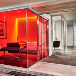 طراحی شوروم با پارتیشن شیشه ای فریم لس