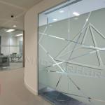 کاربرد شیشه در پارتیشن اداری